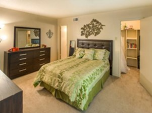 Bedroom at Listing #136141