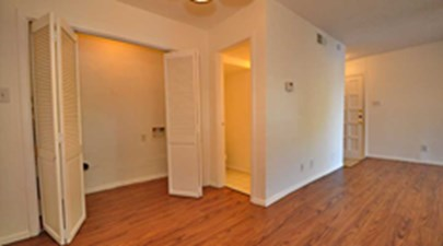 Bedroom at Listing #136024