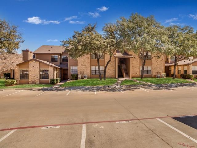 Exterior at Listing #137014
