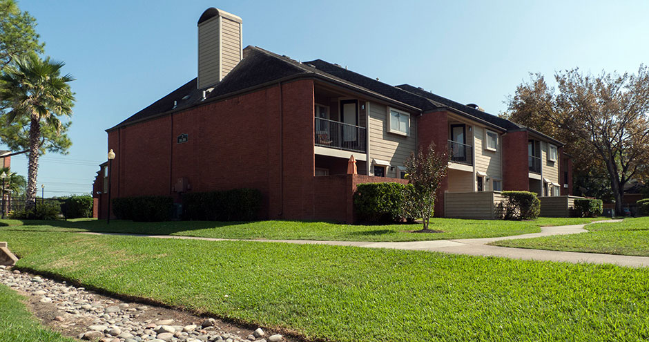 Exterior at Listing #138277