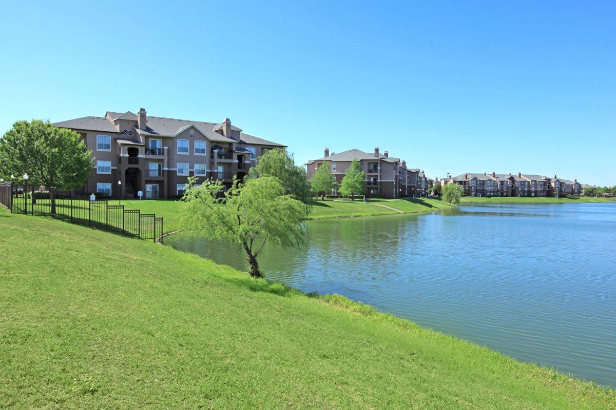 Emery Bay at Lakepointe Apartments Lewisville TX
