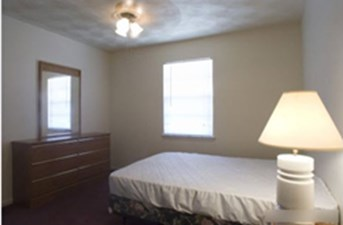 Bedroom at Listing #213628