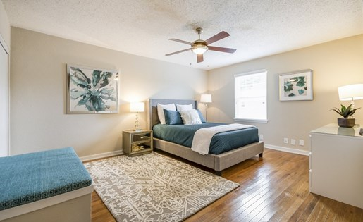 Bedroom at Listing #136674