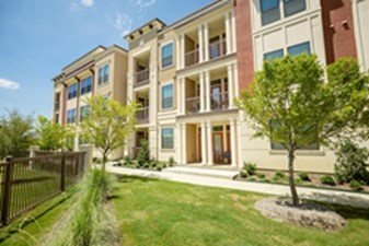 Exterior at Listing #242442
