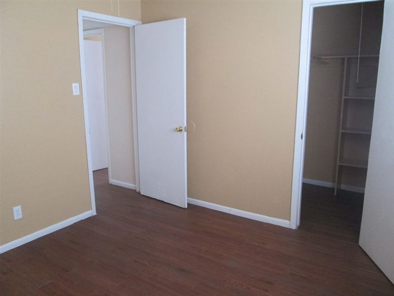 Bedroom at Listing #253974