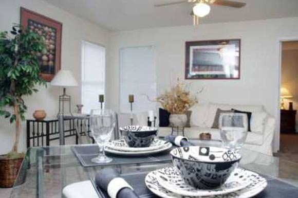 Dining at Listing #141327