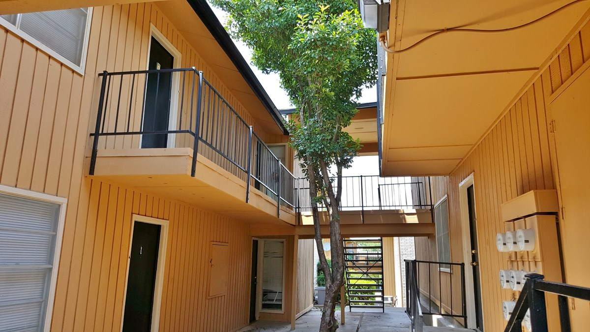 Exterior at Listing #136586