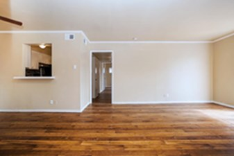 Living Room at Listing #141325