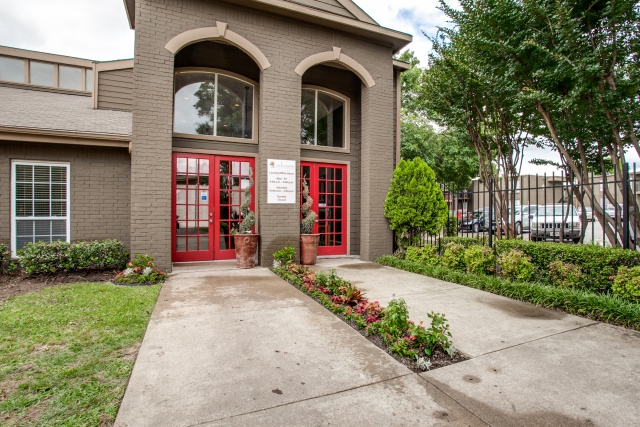 Exterior at Listing #135698