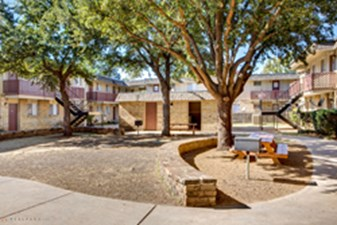 Courtyard at Listing #136972