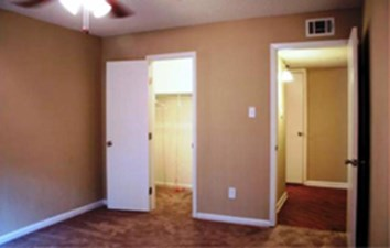 Bedroom at Listing #138386