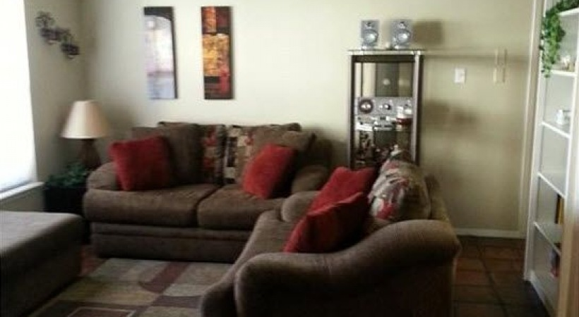 Living Room at Listing #137150
