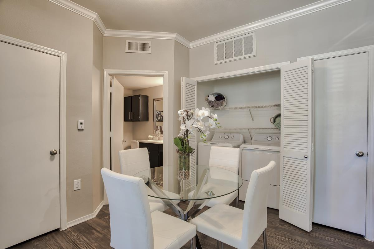 Dining at Listing #137589