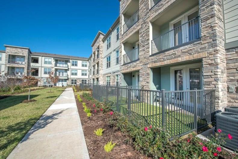 Vista Energy Corridor Apartments