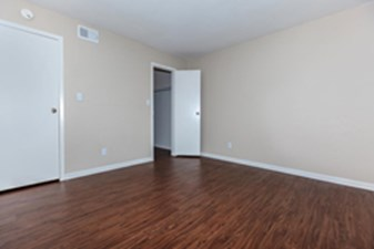 Living at Listing #137000