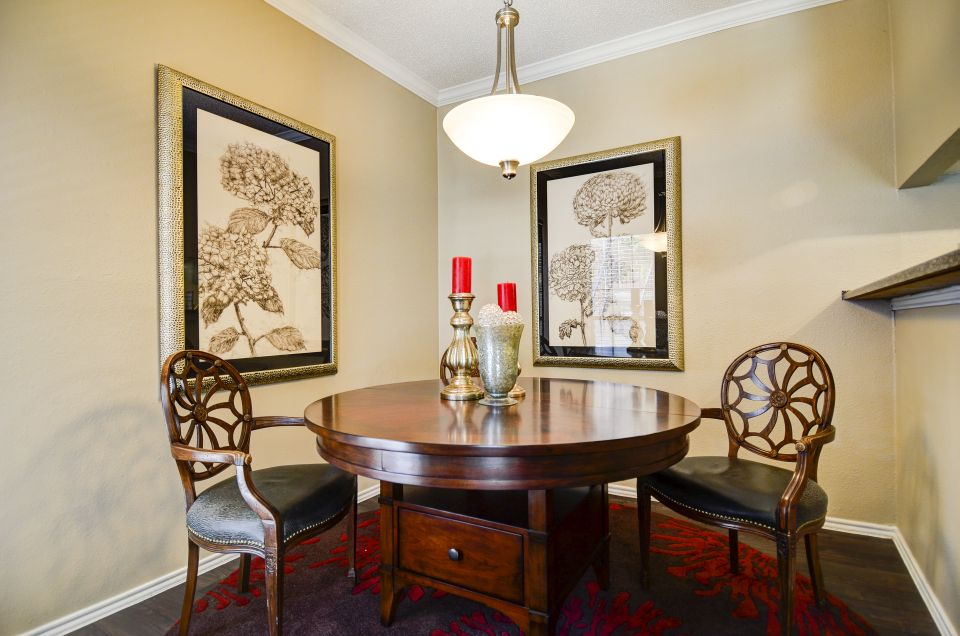 Dining at Listing #210829