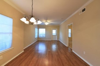 Living at Listing #311942