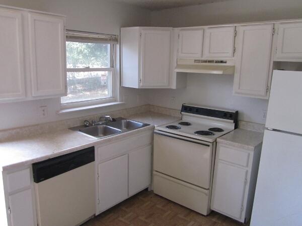 Kitchen at Listing #138033