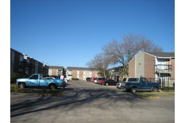 Exterior at Listing #139211