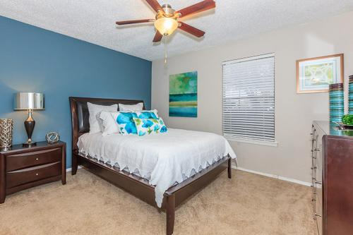 Bedroom at Listing #136973