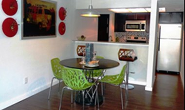 Dining at Listing #140248