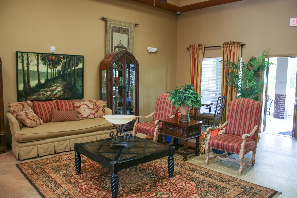 Lounge at Listing #144773