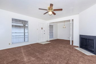Living Room at Listing #141162