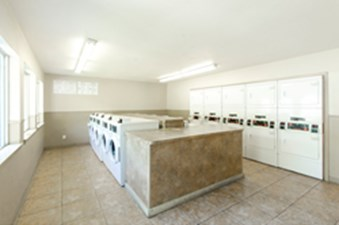Laundromat at Listing #140838