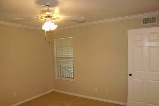 Bedroom at Listing #138433