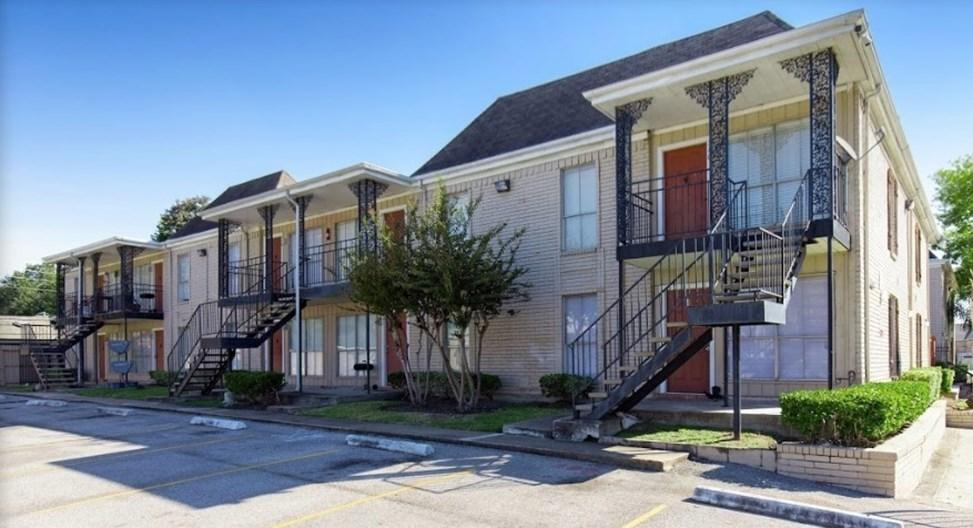 Braeswood Plaza Apartments