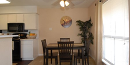 Dining at Listing #138683