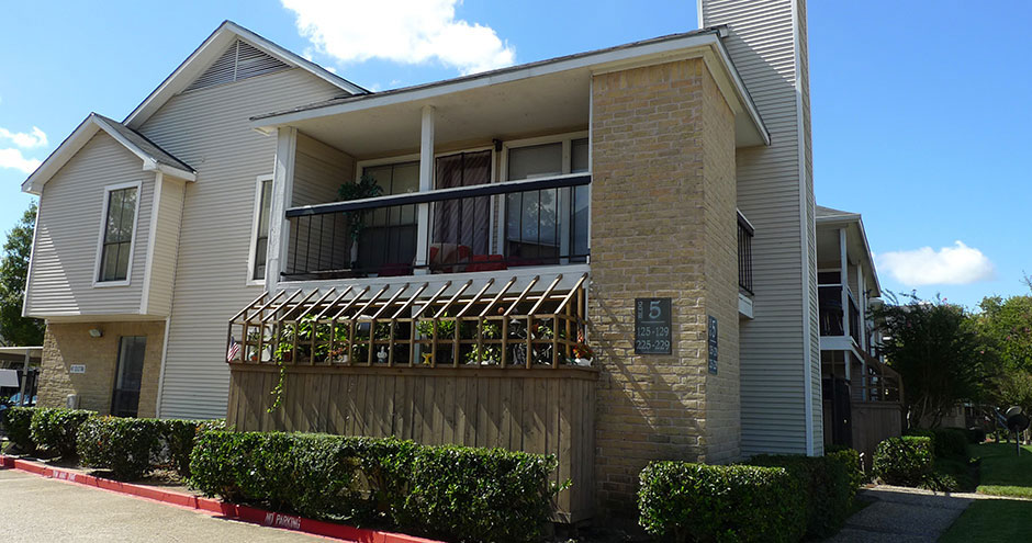Exterior at Listing #139740