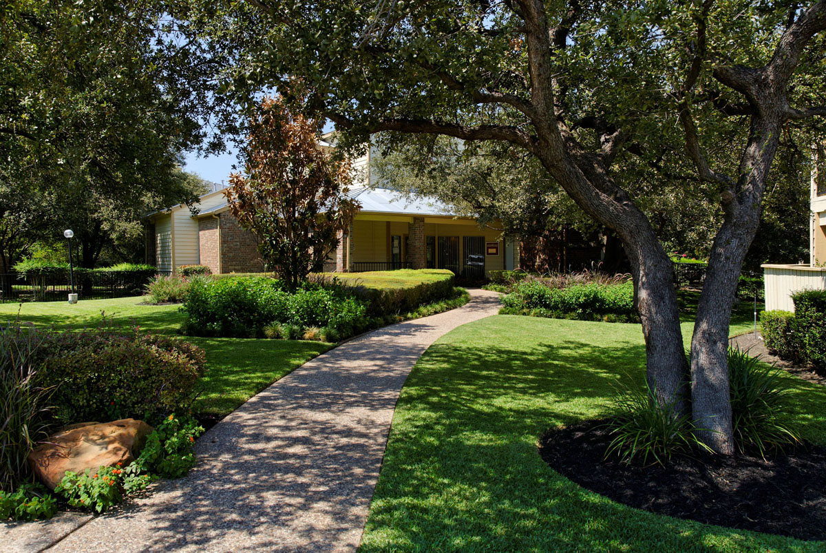 Exterior at Listing #135981