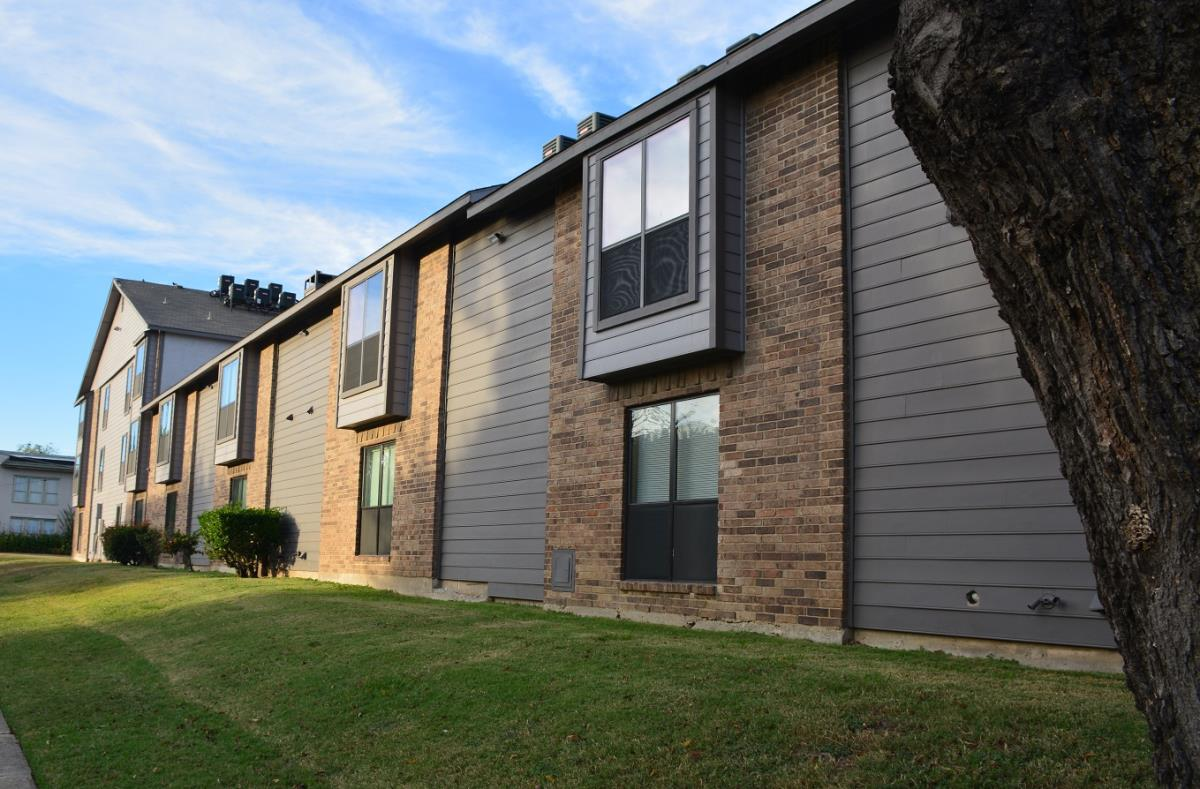 Exterior at Listing #135833