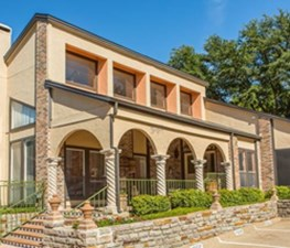 Exterior at Listing #136235