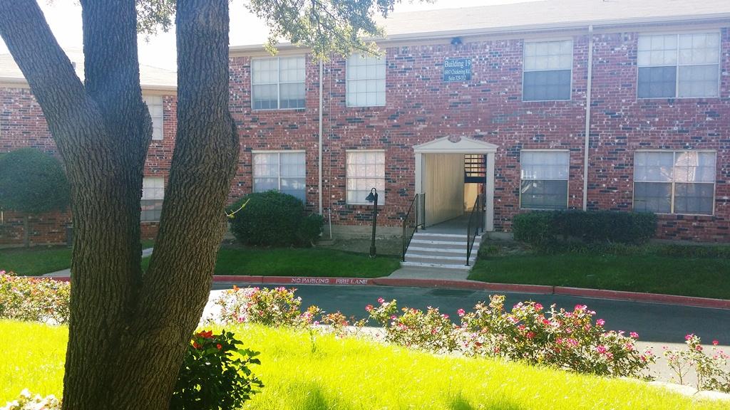 Estates at Ridglea Hills Apartments , TX