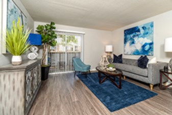Living Room at Listing #139984
