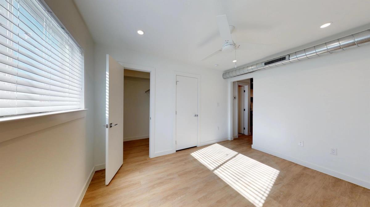 Interior at Listing #137877