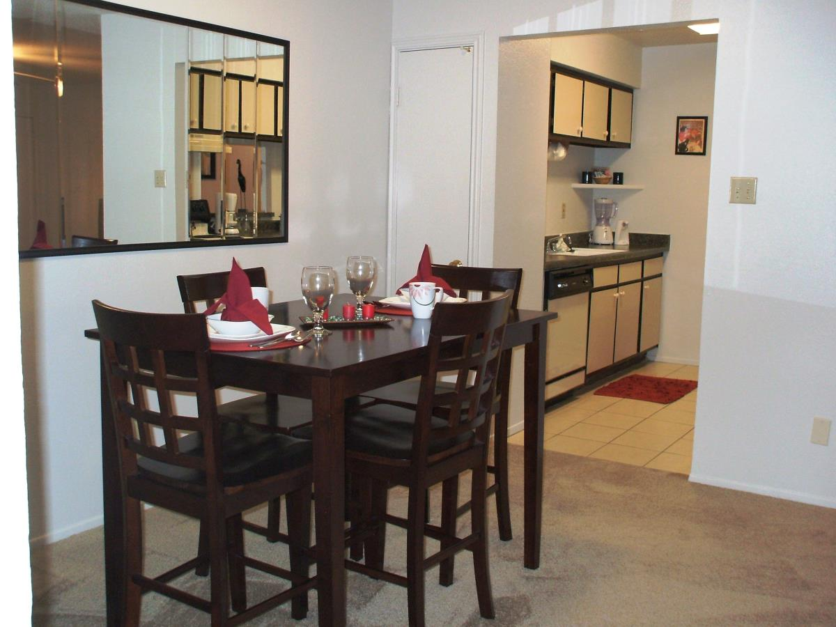 Dining at Listing #139910