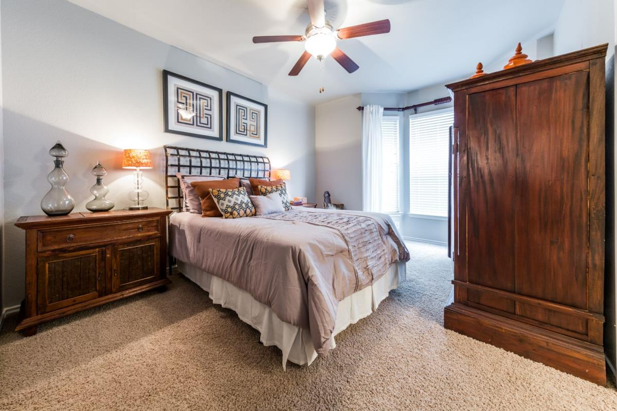 Bedroom at Listing #137920