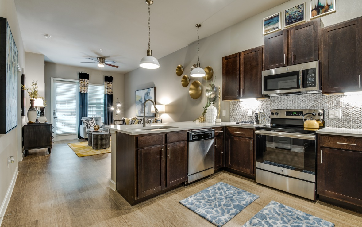 Living/Kitchen at Listing #275527