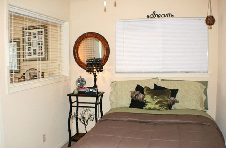 Bedroom at Listing #143932