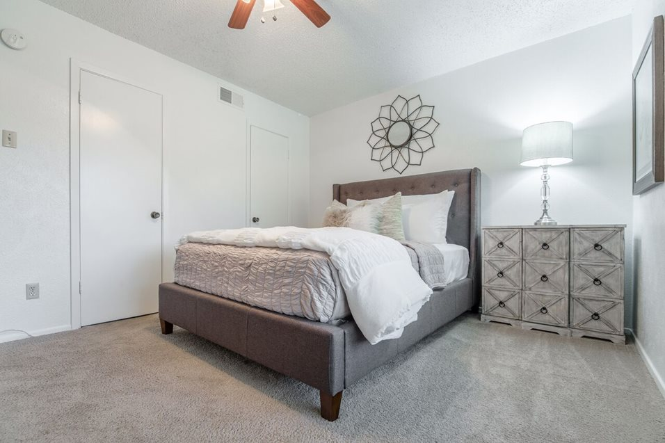 Bedroom at Listing #136313
