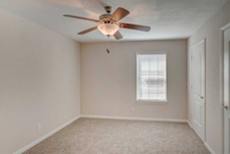 Bedroom at Listing #139554