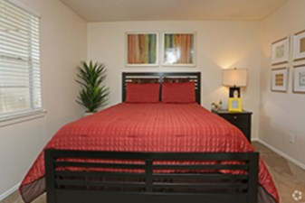 Bedroom at Listing #136773