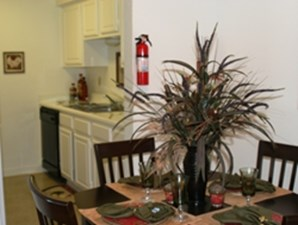 Dining at Listing #139882