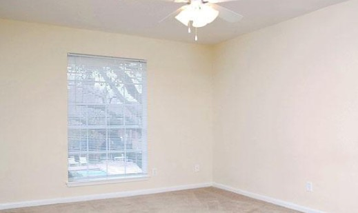 Bedroom at Listing #139876