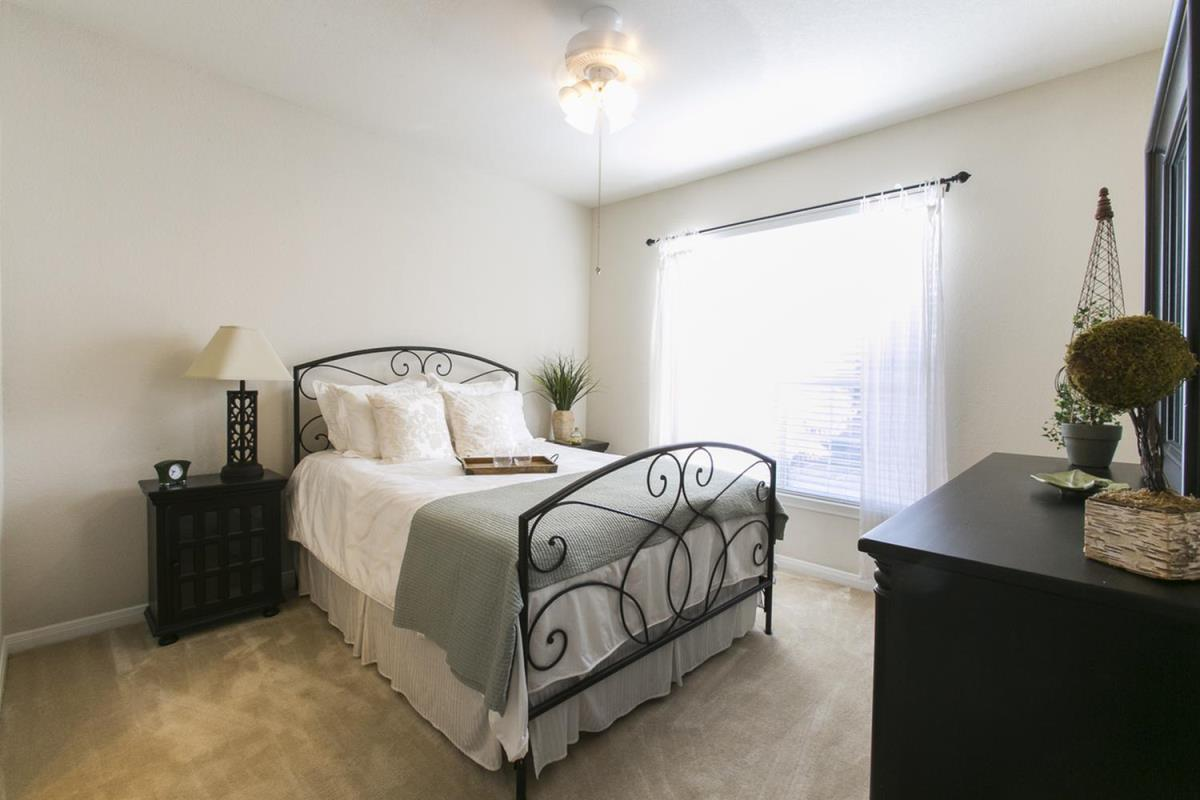 Bedroom at Listing #140758