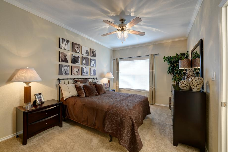 Bedroom at Listing #137614