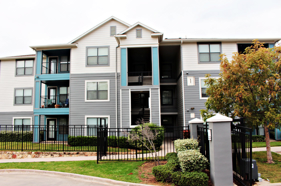 Exterior at Listing #144995